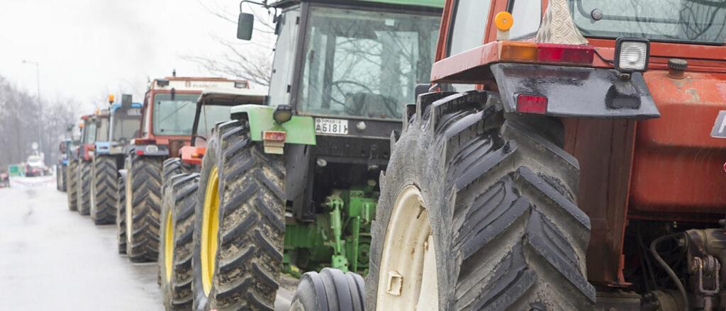 AgroPublic | farmersontheroad 177864440