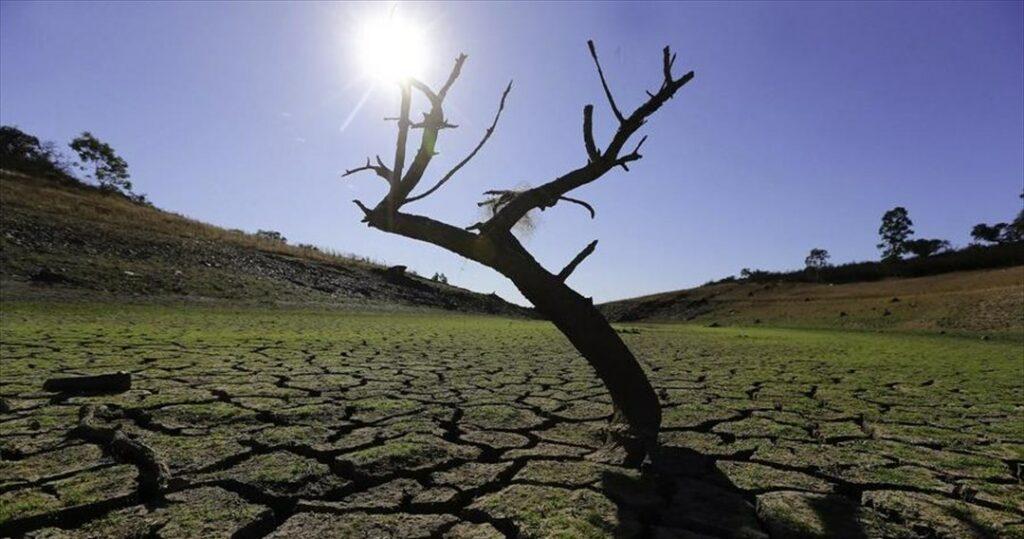 AgroPublic | i klimatiki allagi auksanei diabrosi edafous fernei plimmures scaled